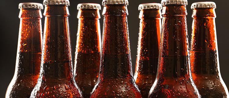 ビールの空き瓶の画像